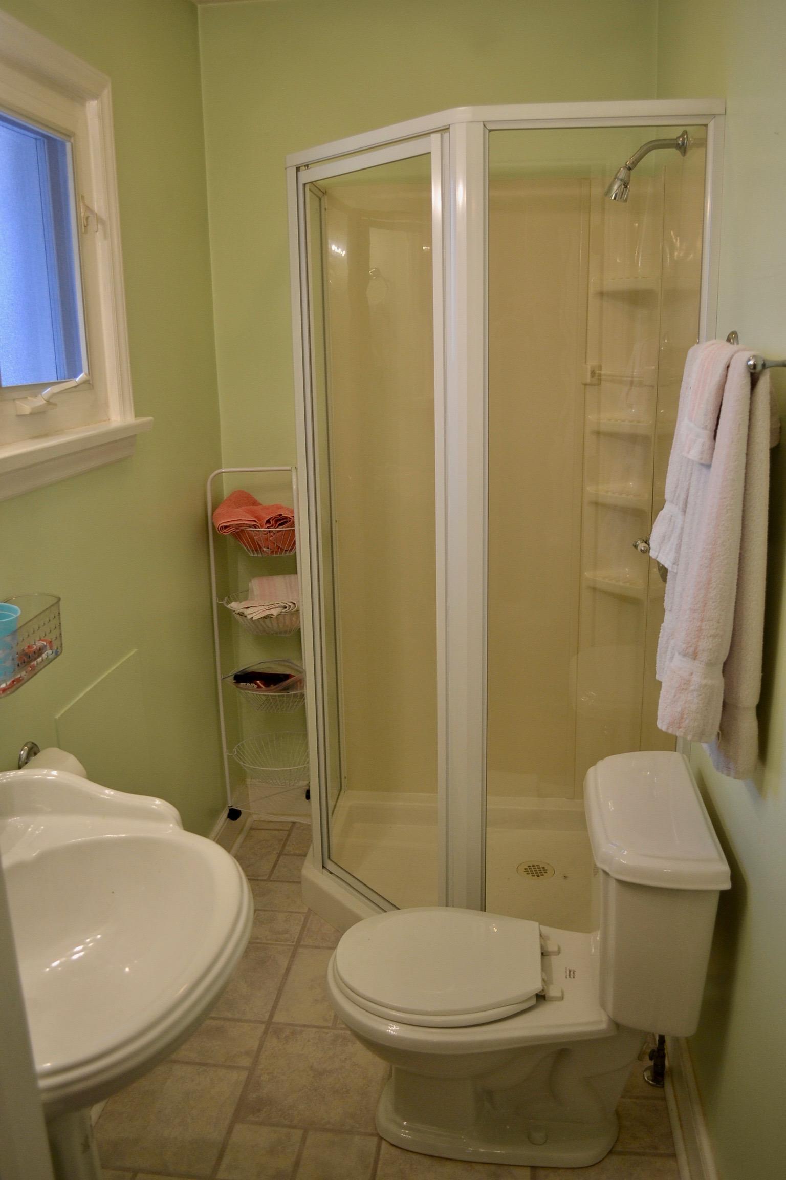 Bathroom 2-1.jpg