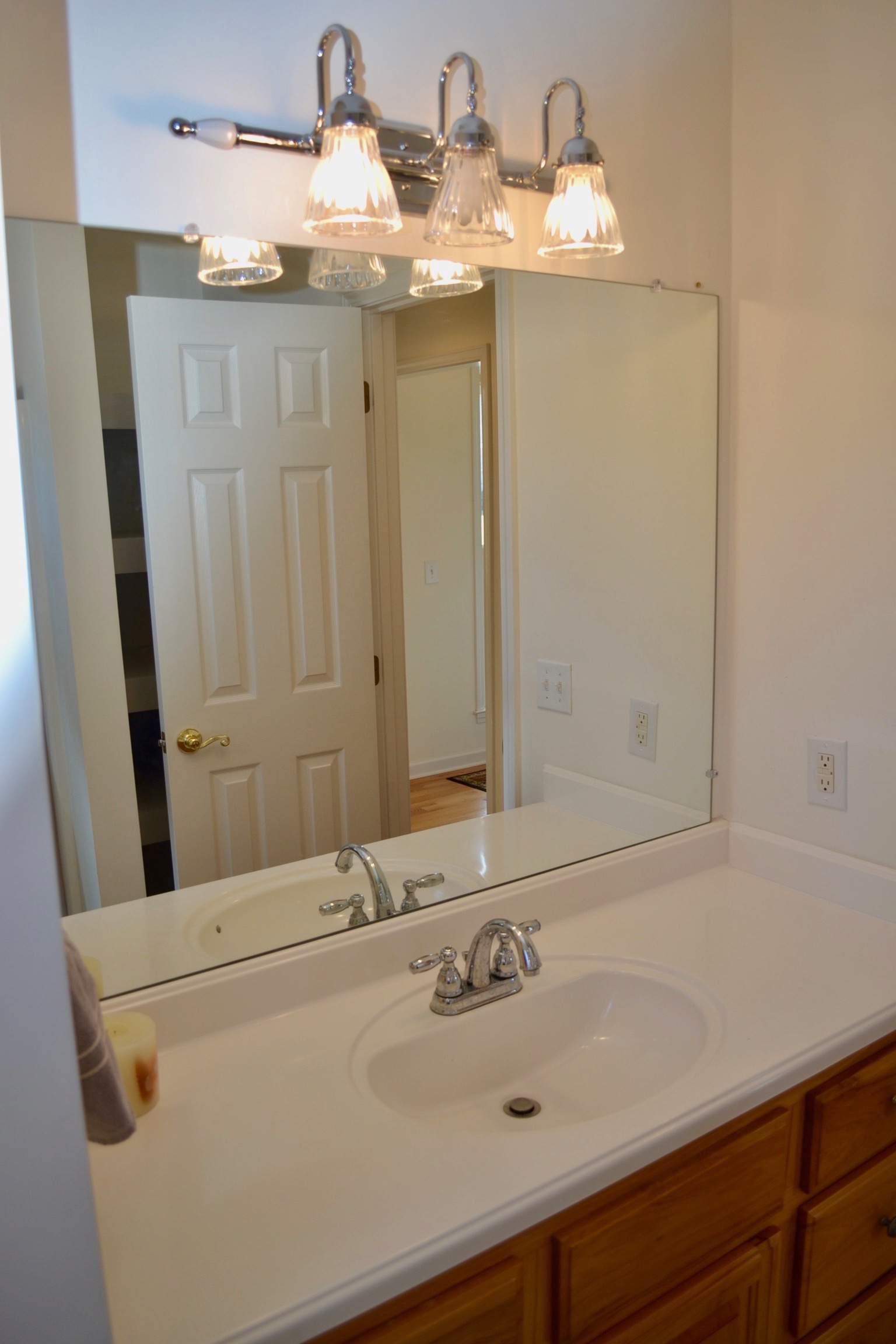 Hall Bathroom-3.jpg