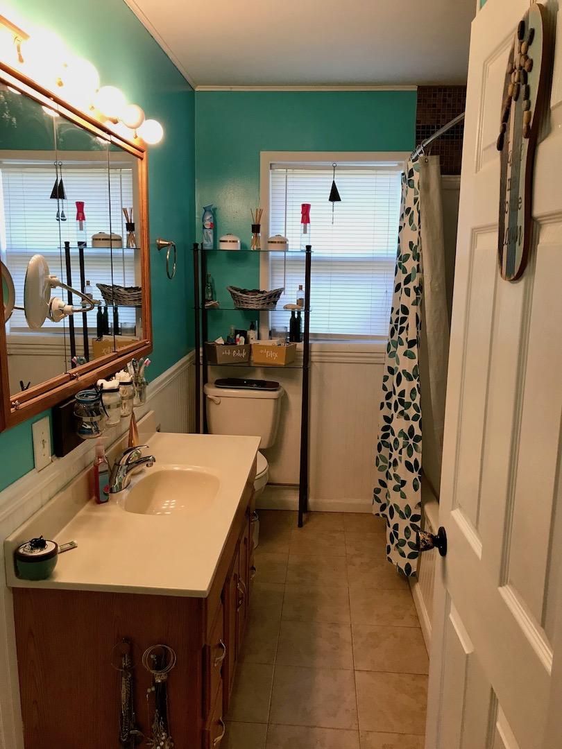 Bathroom-Full Hall Bath.jpg