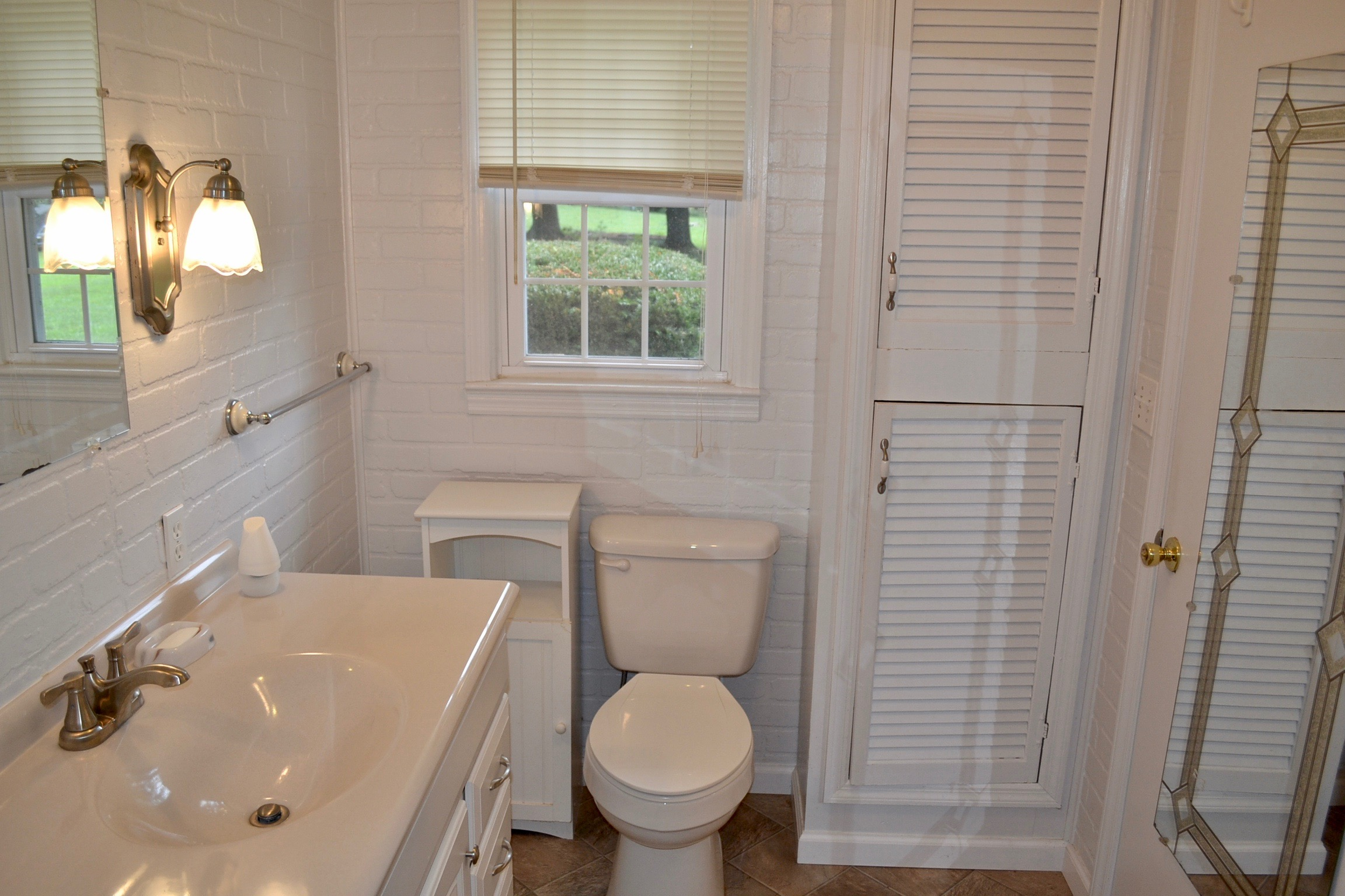 Bathroom 2-3.jpg