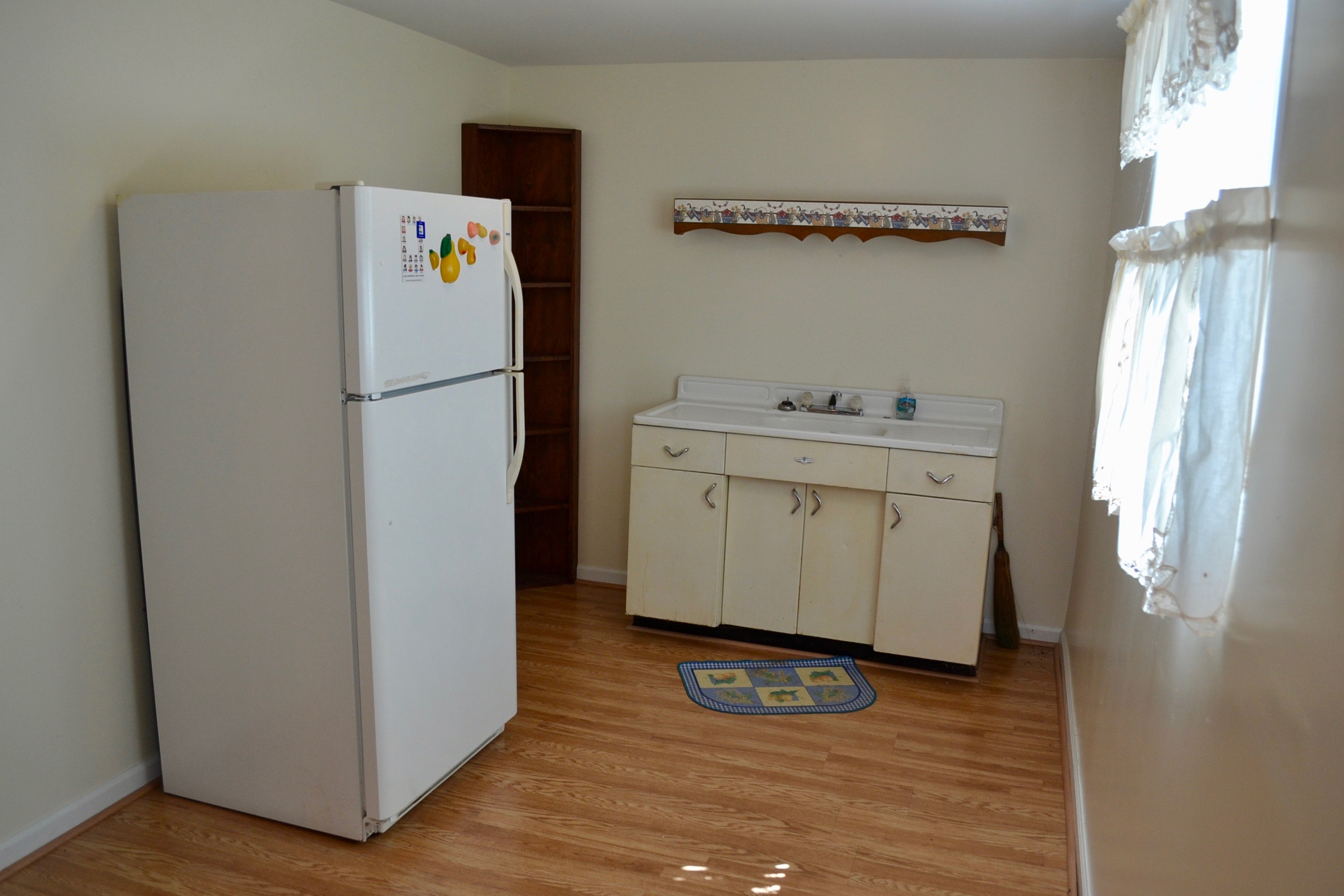 Basement Kitchenette-3.jpg