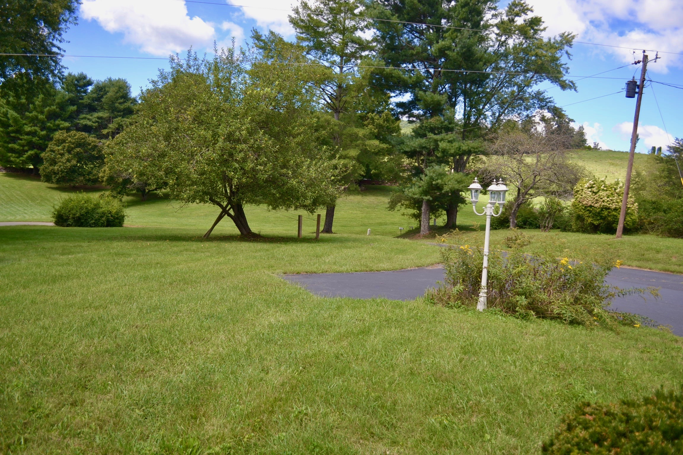 Front Yard-7-Main View.jpg