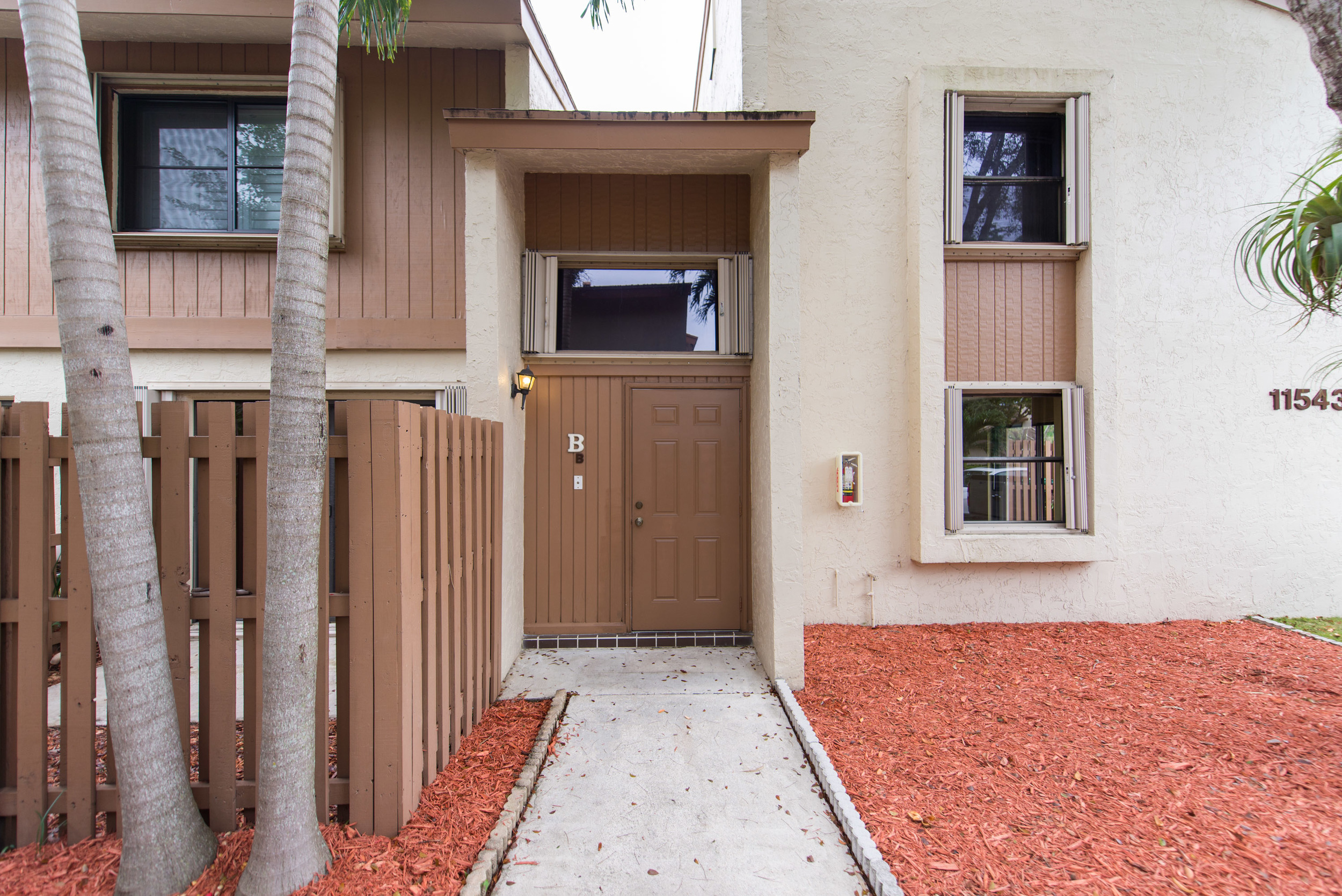 Desirable 2 bedroom plus den in Sabal Chase!