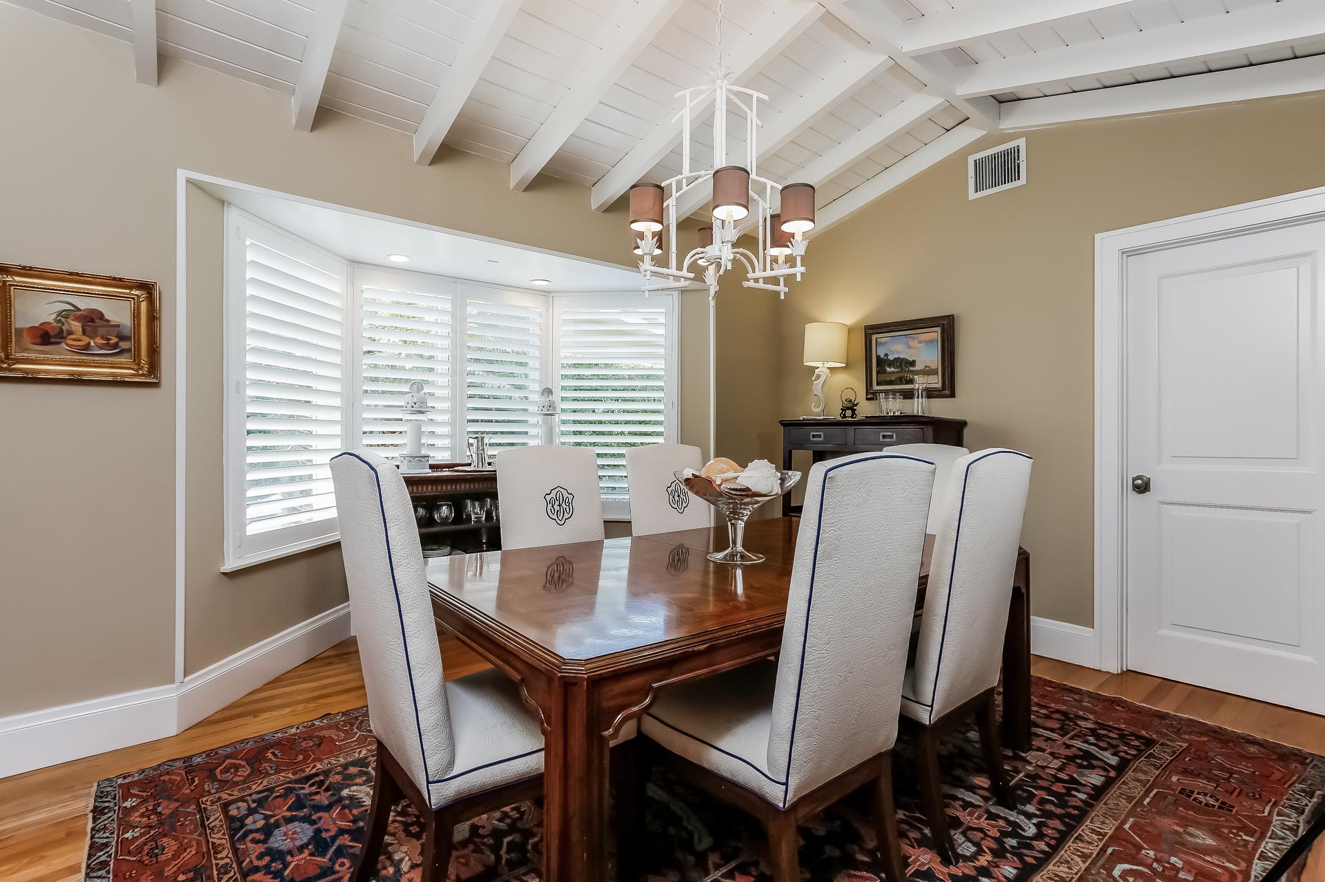 010-Dining_Room-2647614-medium.jpg