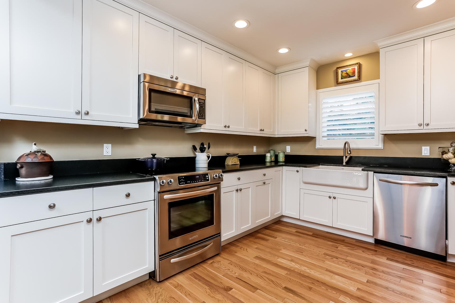 015-Kitchen-2647613-medium.jpg