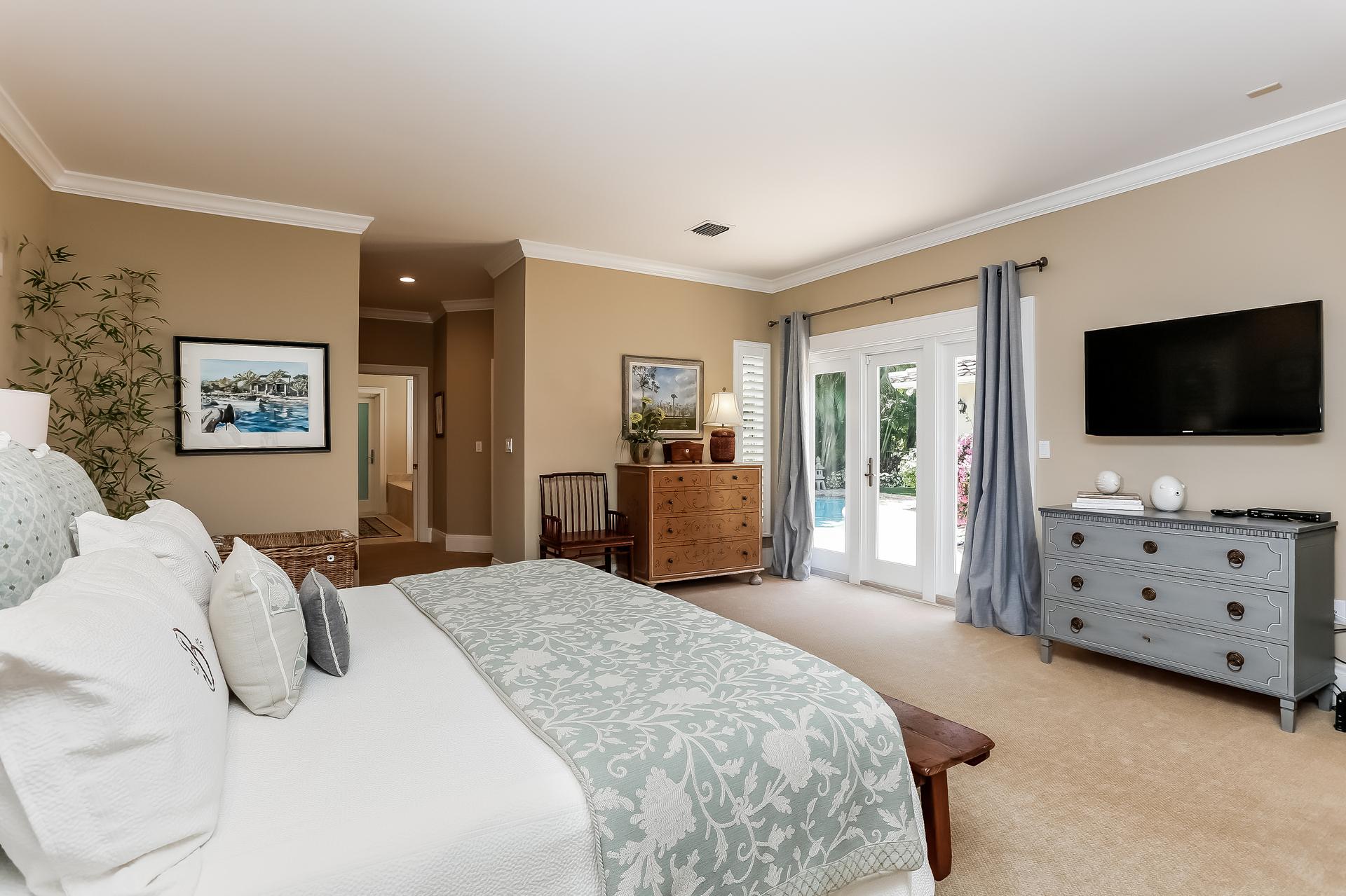 023-Master_Bedroom-2647604-medium.jpg