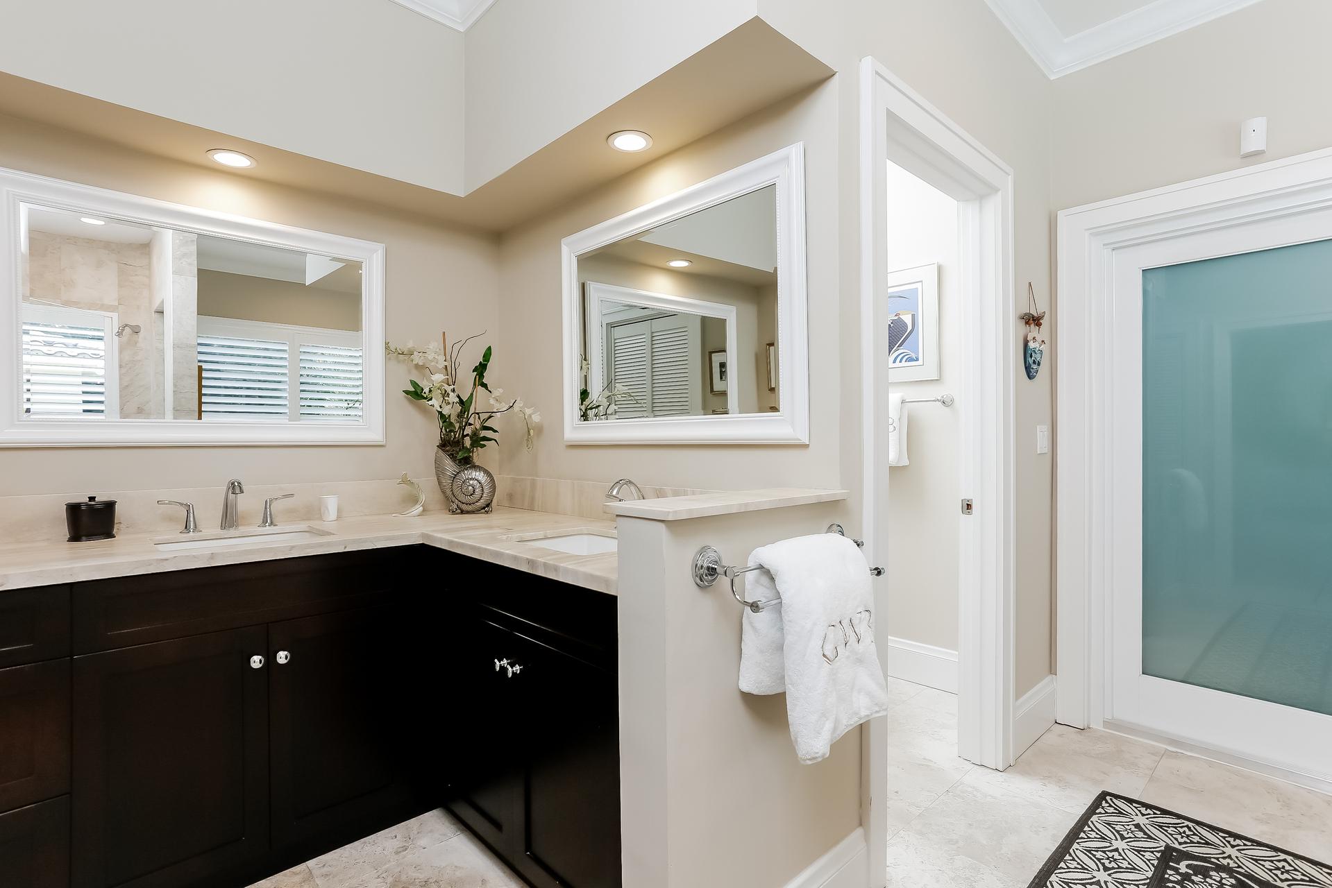 026-Master_Bathroom-2647593-medium.jpg