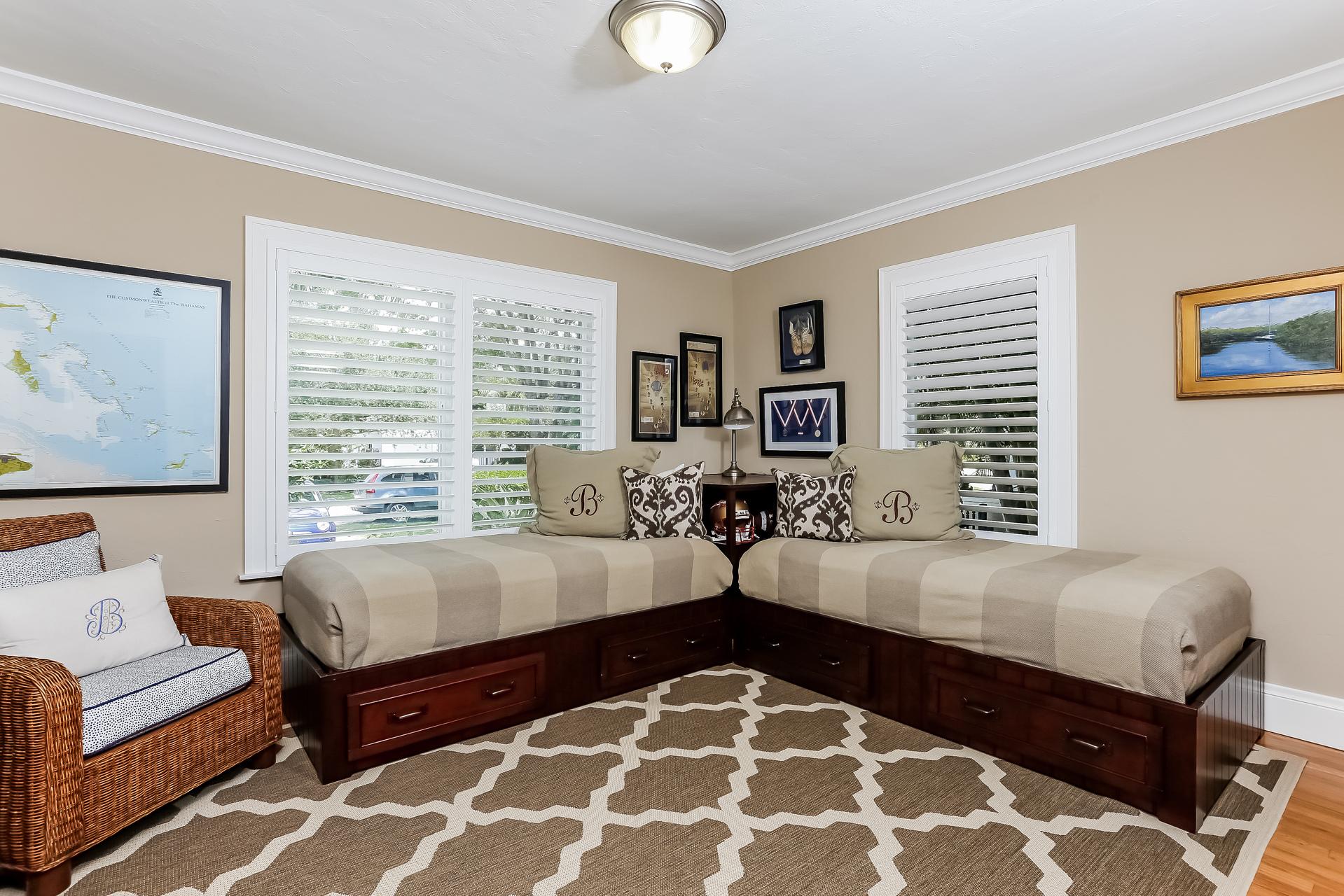 028-Bedroom-2647585-medium.jpg