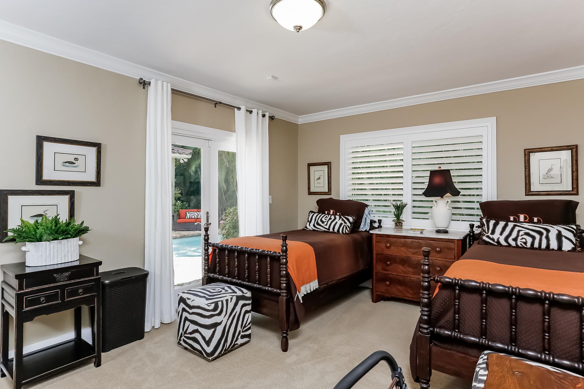 030-Bedroom-2647607-medium.jpg