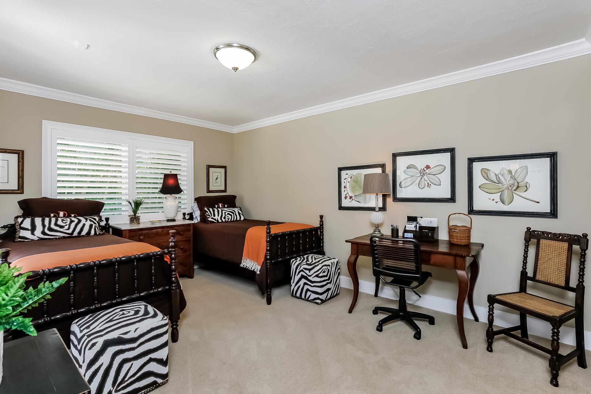 031-Bedroom-2647601-medium.jpg