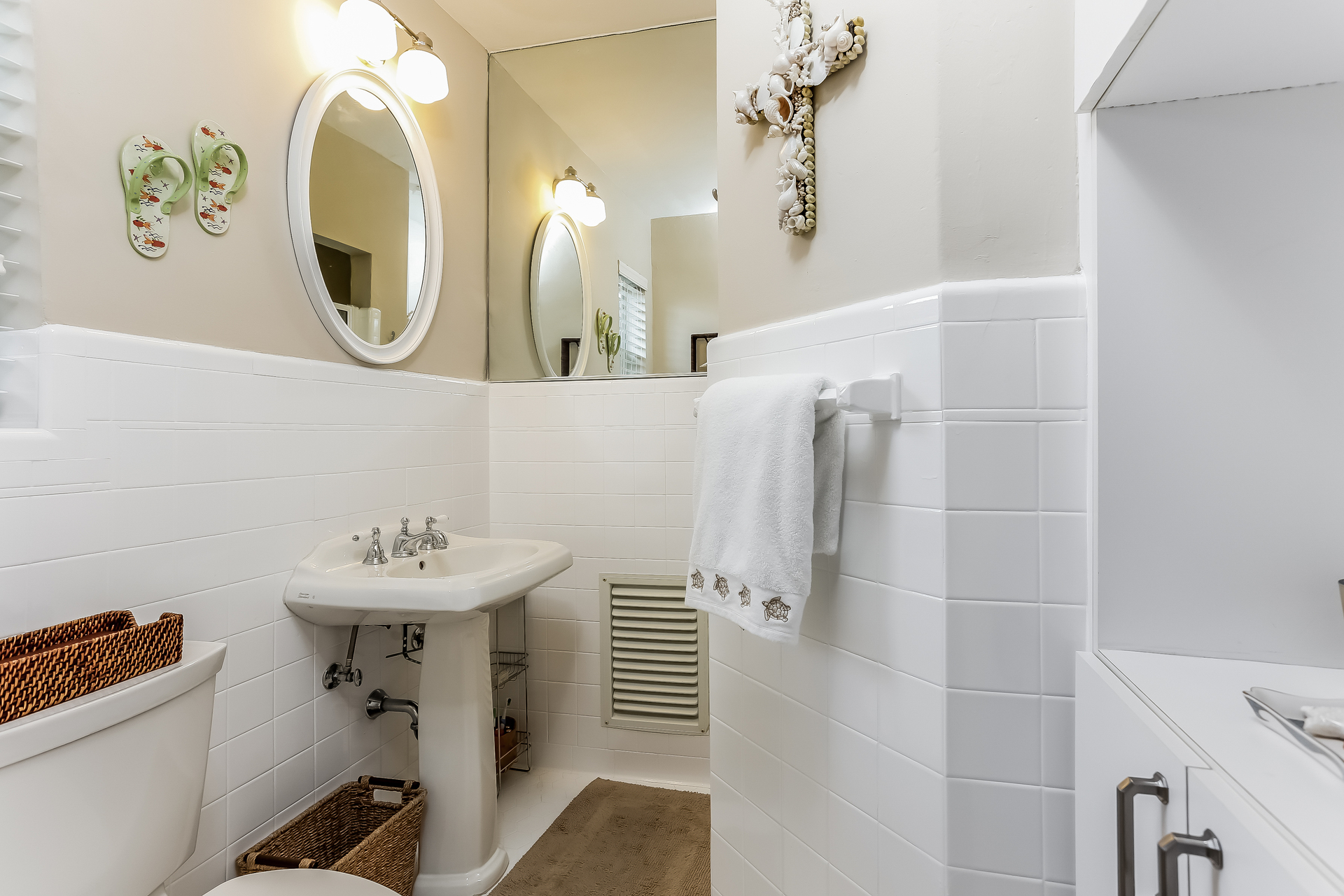 034-Bathroom-2647617-medium.jpg