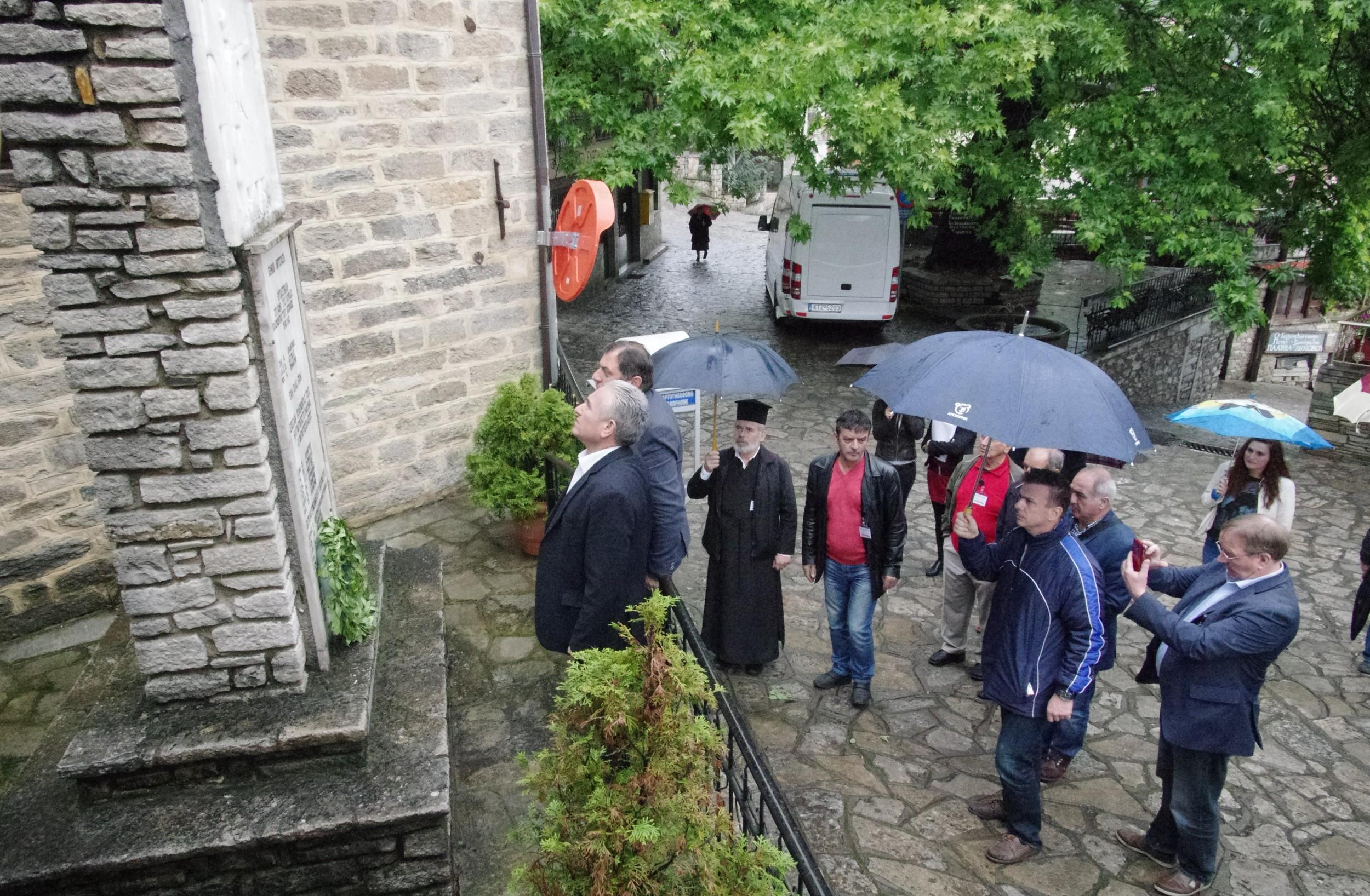 Kranzniederlegung in Lechovo mit Georgios Lazouras - Bürgermeister Kalavryta