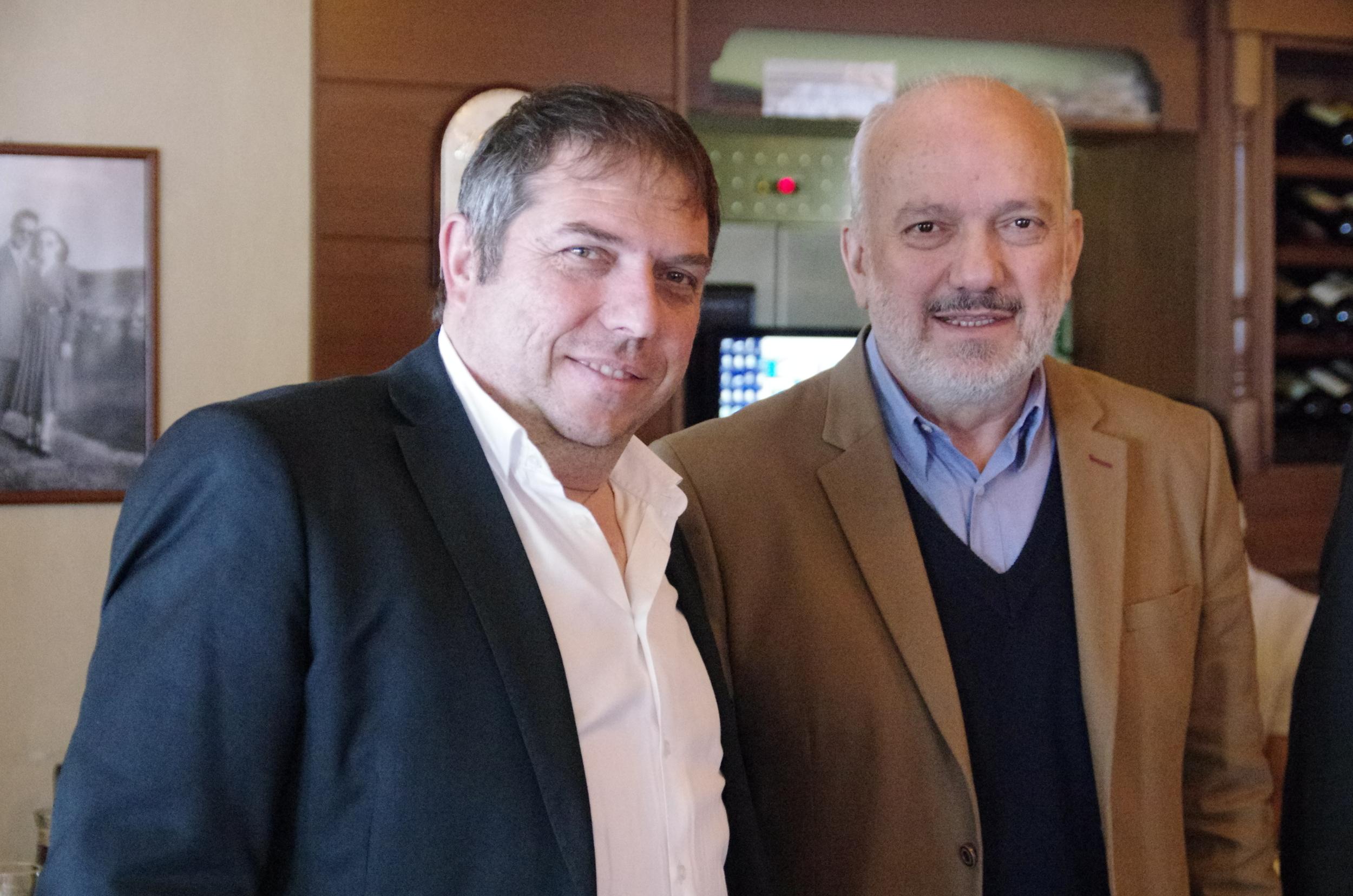 Vangelis Stefanidis mit dem Bürgermeister von Amyntaio Konstantinos Theodoridis