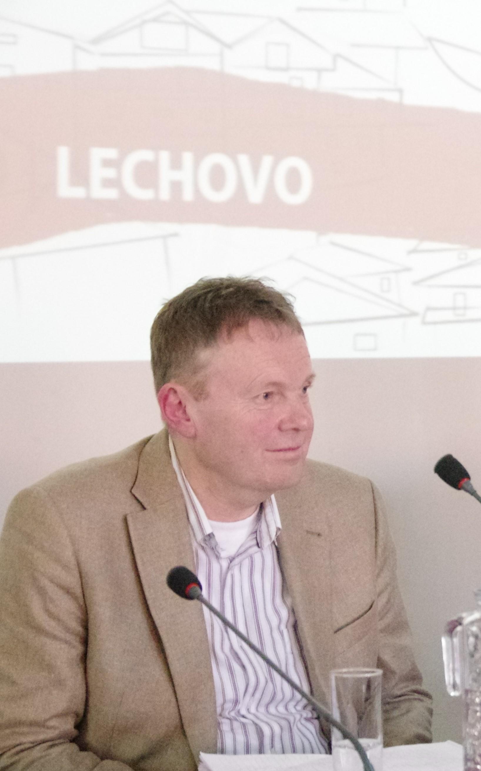 """Prof. Dr. Martin Leiner in der Podiumsdiskussion """"Versöhnung und Theologie"""""""