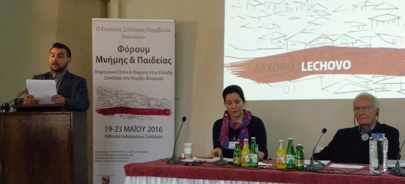 Grußwort von Christina Stamouli und Argyris Sfontouris werden vor der Podiumsdiskussion vorgelesen