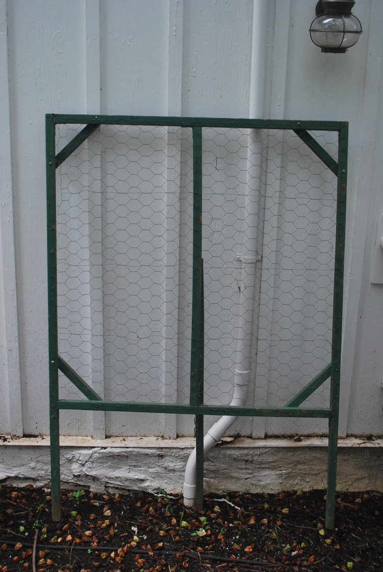 Wire Free Standing Easel $15