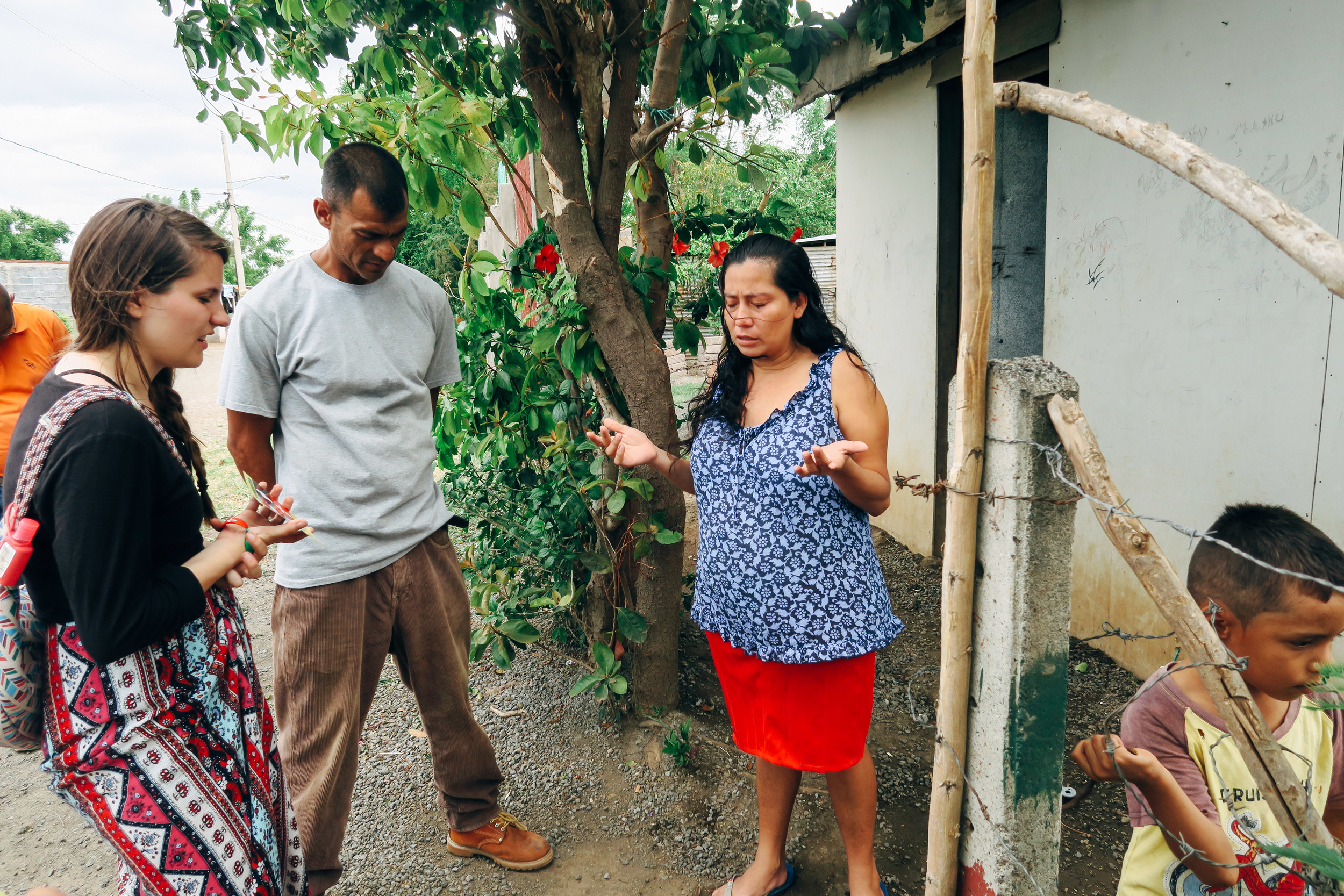 Evangelizing +Praying for individuals in Tipitapa. Our goal of this mission trip was outreach in the community, now it's the church's job to disciple these precious people.