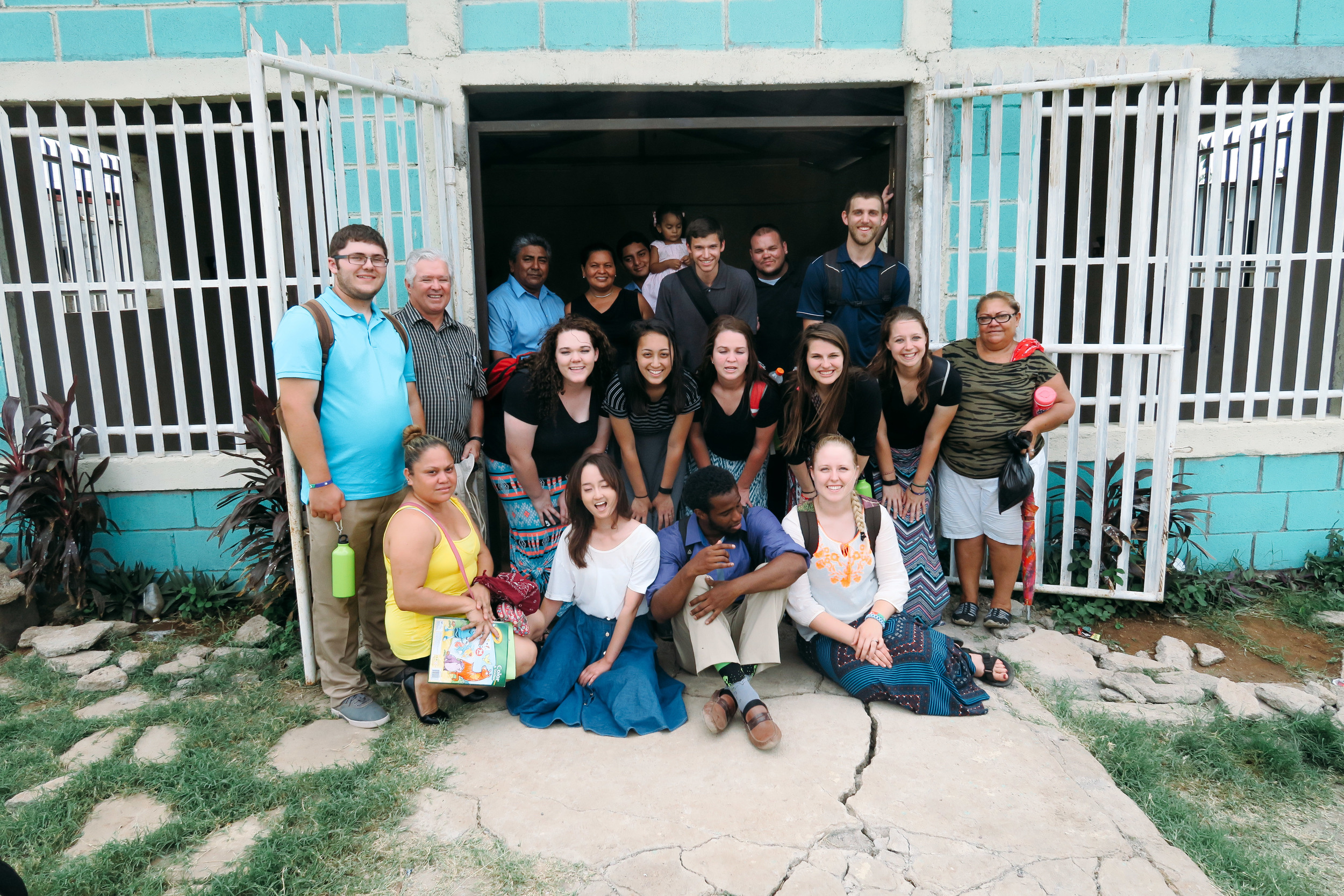 The Mission Team +the pastor's family &Tipitpa church members
