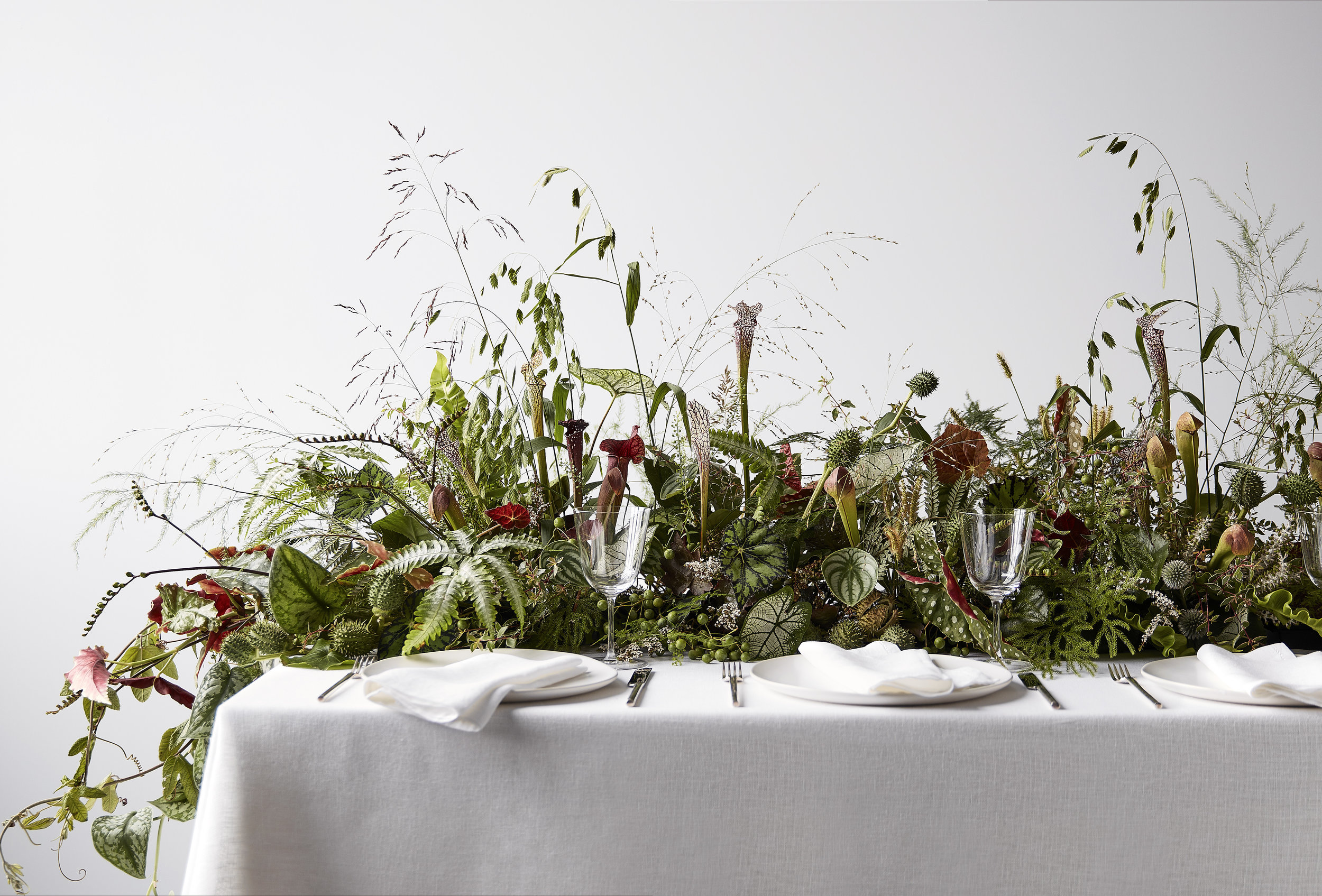 Jenya Flowers -we cannot get over this real life table top flower field. we would kill to dine in a setting like this! jenya is so in touch with nature and its reflected in his creations