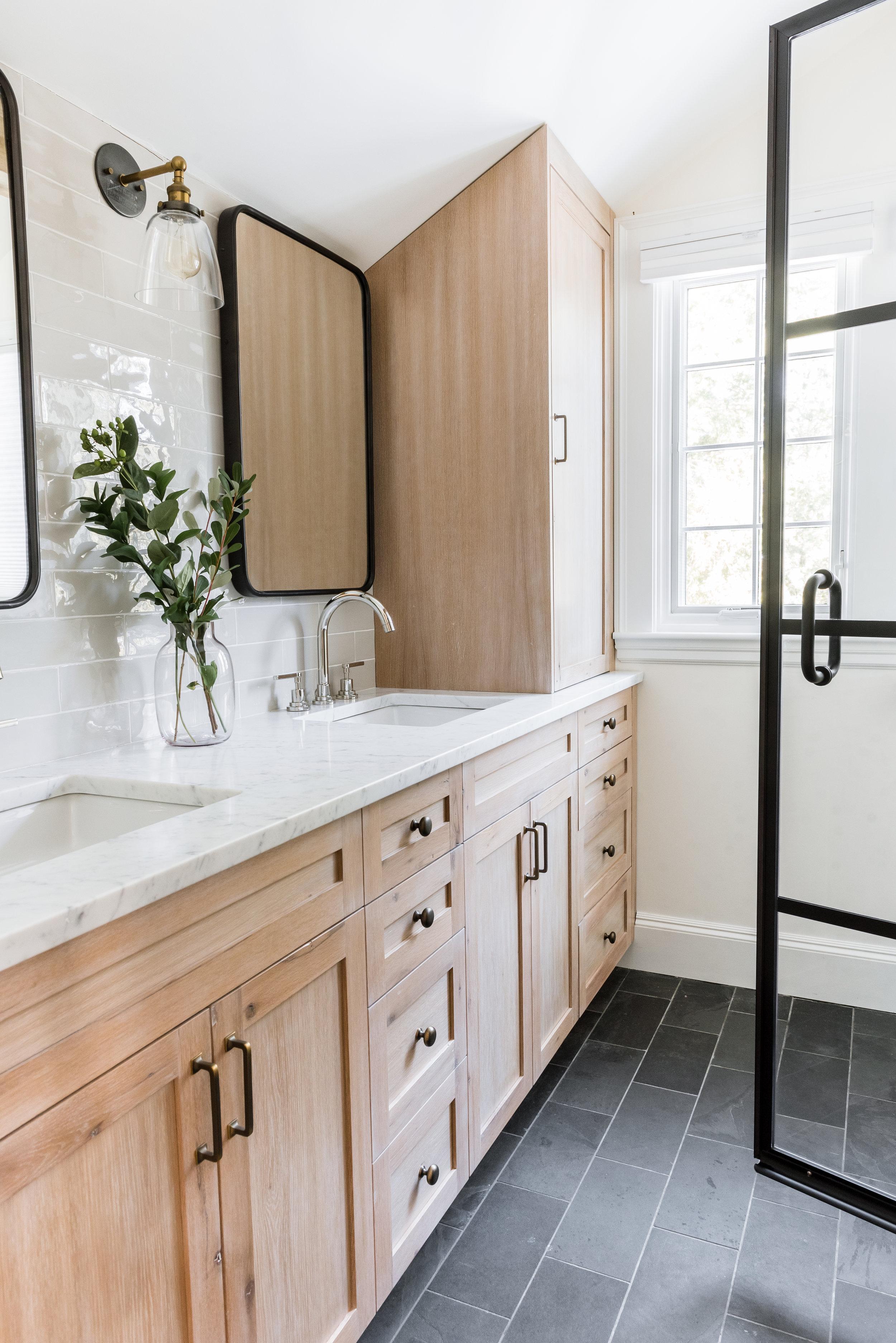 Upstairs Bath-0011.jpg