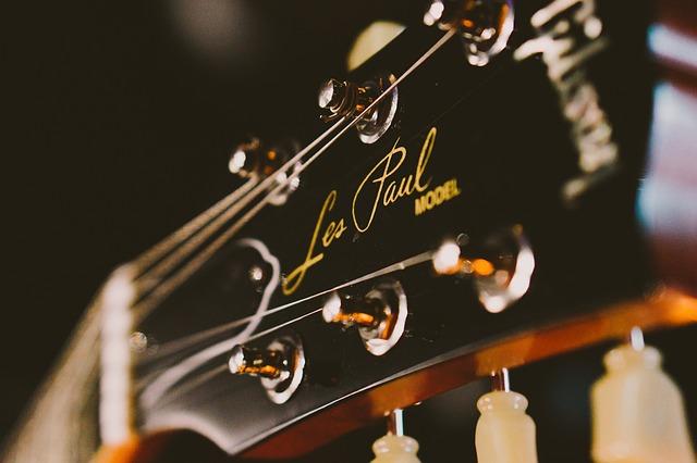 acoustic-guitar-1839379_640.jpg