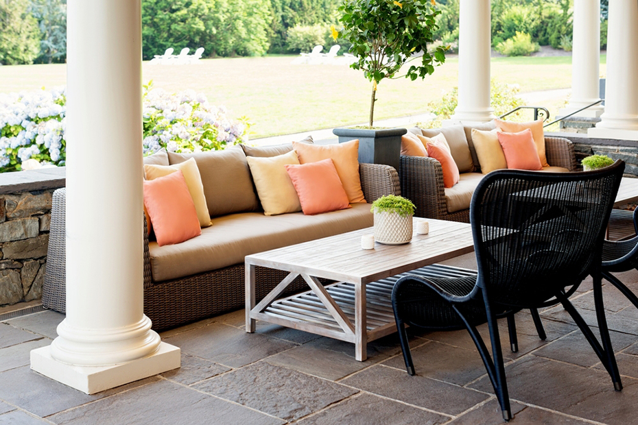 Cliff Walk Terrace-Couches-The Chanler.jpg