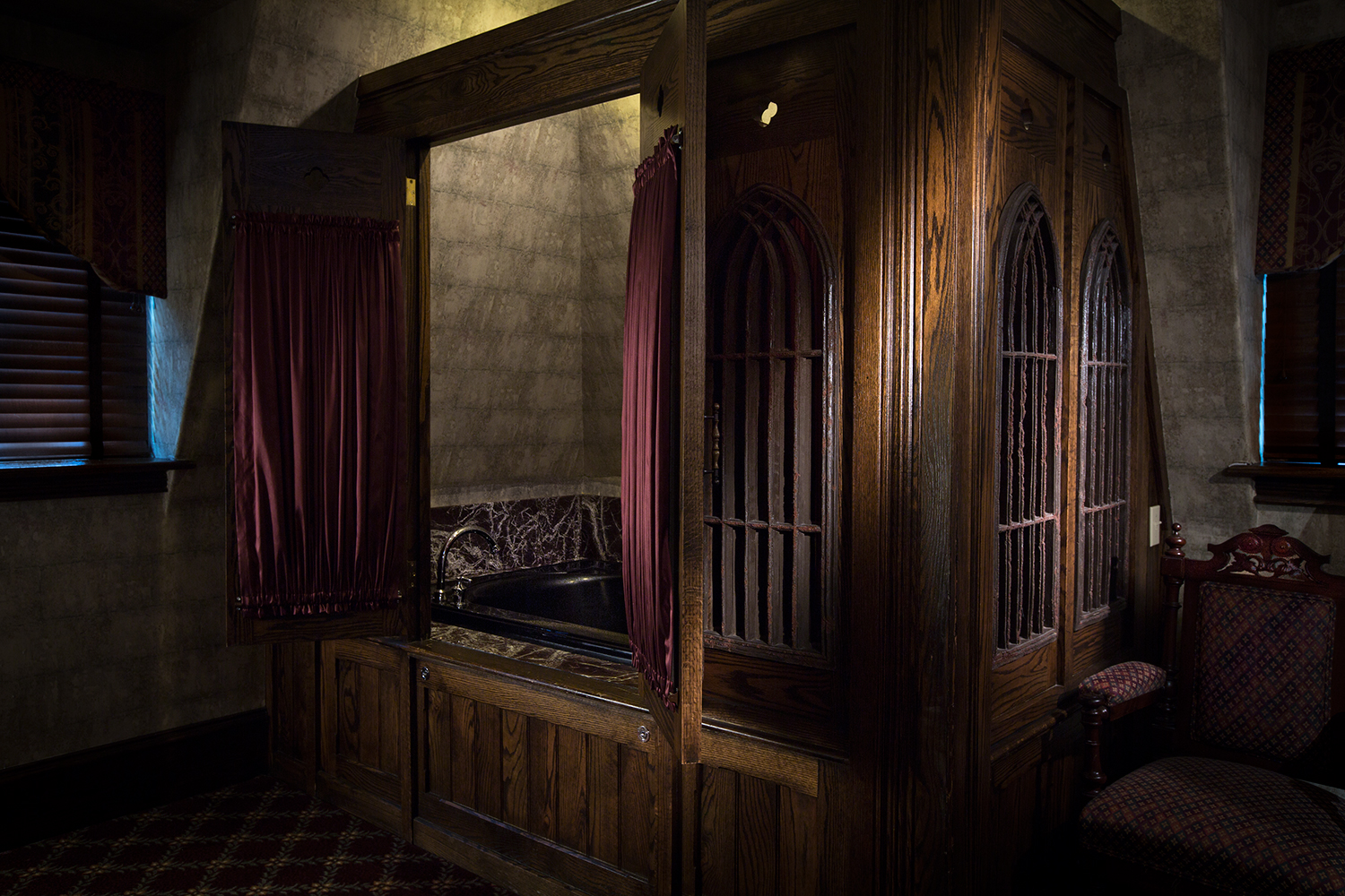 Jacuzzi_Gothic Room_The Chanler.jpg