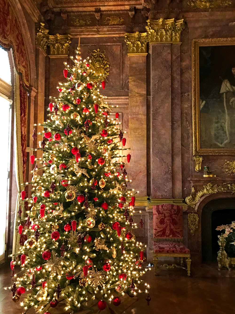 Marble-House-Christmas-Tree_The-Chanler.jpg