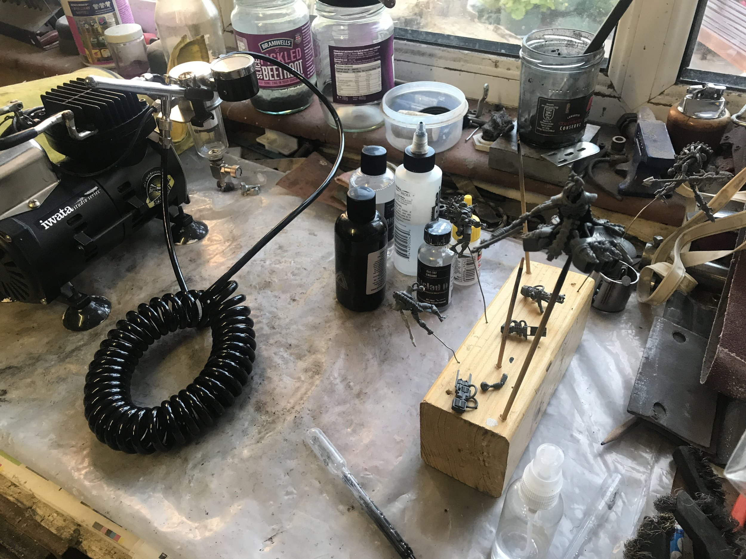Airbrush, paints, thinners and cleaner and the models ready to be sprayed