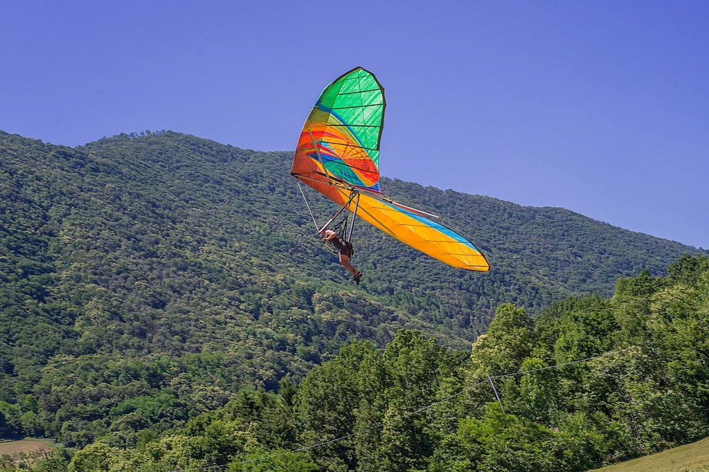 The Next Great Acceleration Hang Glider 2 , hand-painted polyester fabric, Ergal (aluminium alloy), stainless steel, 9,08 x 2,15 m, 2019  Photo: Wolfgang Moroder