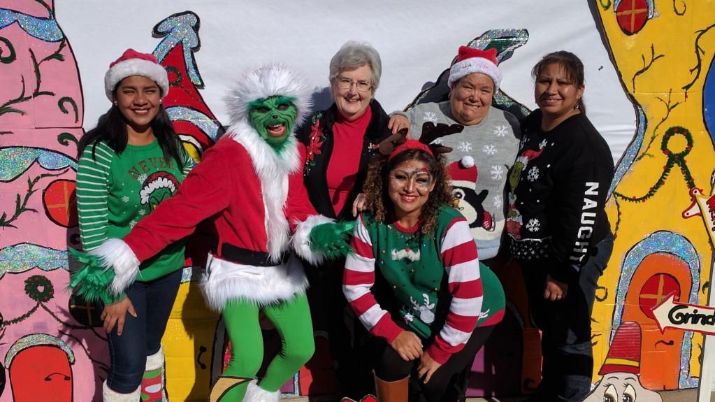 Last December, Mamas De Maple hosted a cross neighborhood Christmas festival for both the Maple & Garnet communities.