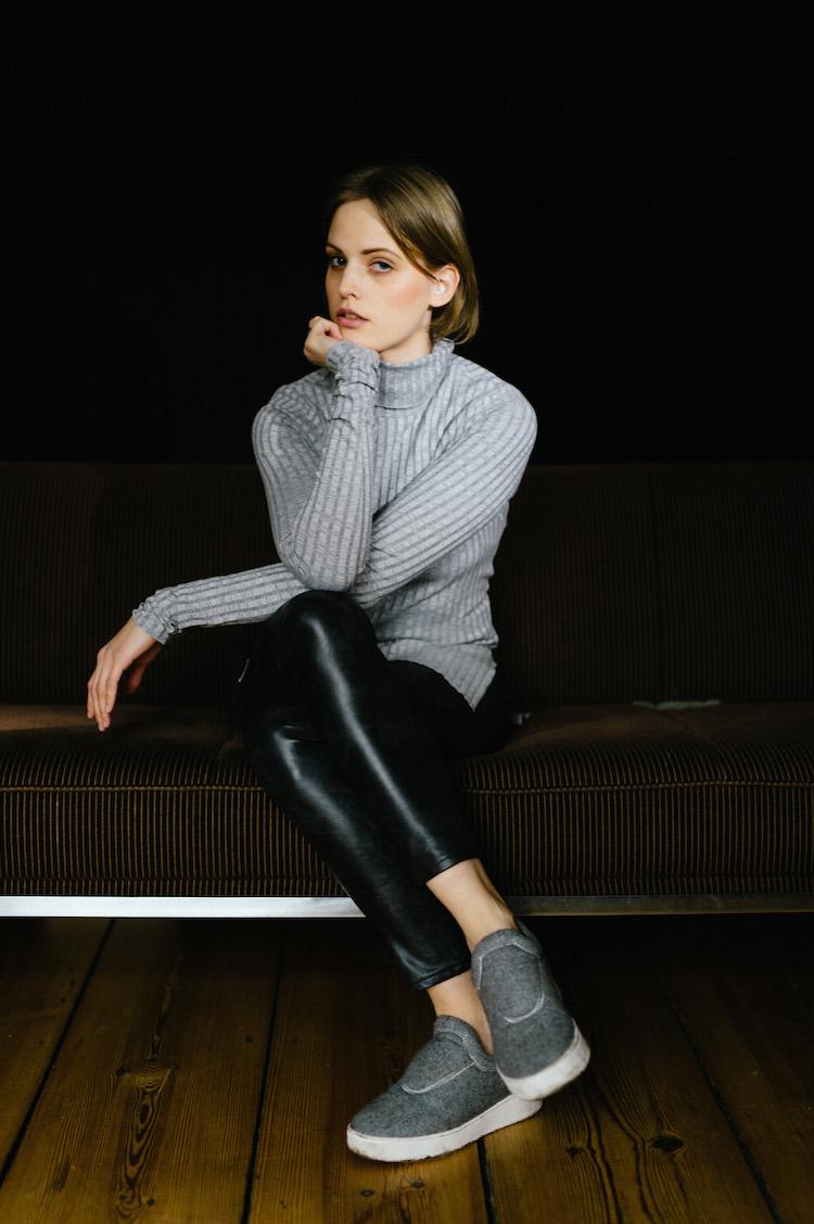 Frida-9Black_Leather_Grey_Poloneck_fridafridafrida_outfit_post_nils_hasenau_2
