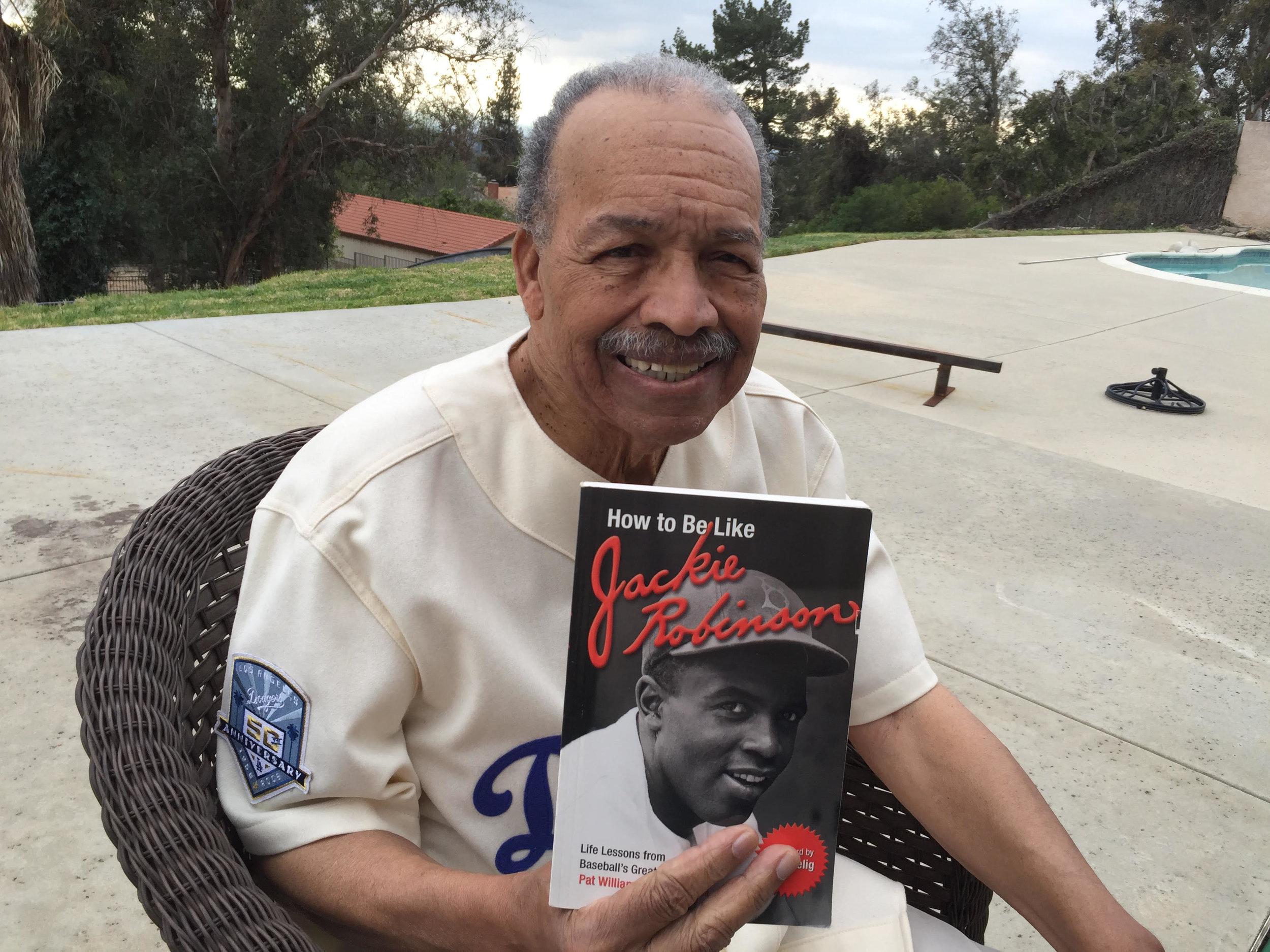 Los Angeles Dodger  Tommy Davis  is celebrity reader