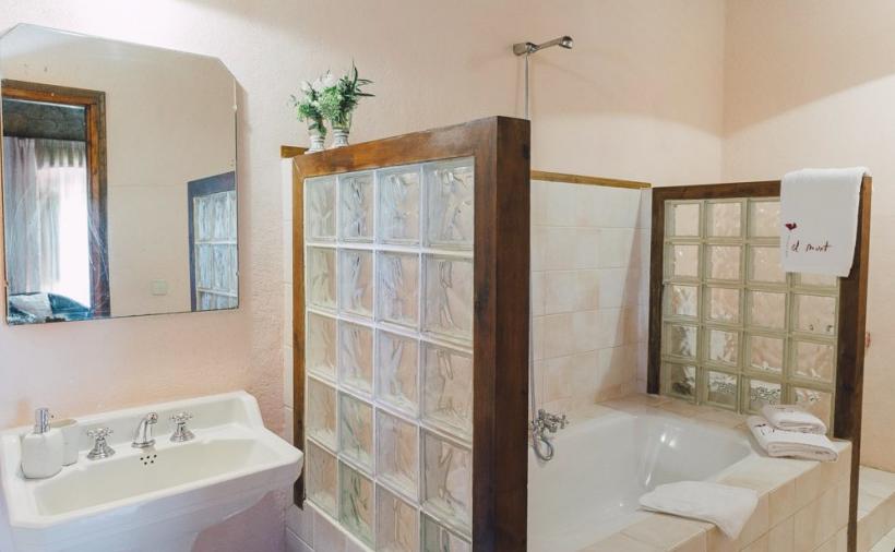 Mahoghony Suite Bathroom