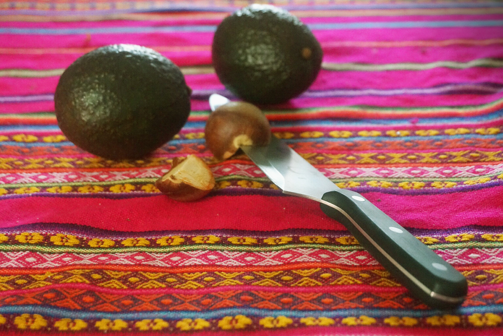 Remove avocado pit seed safely