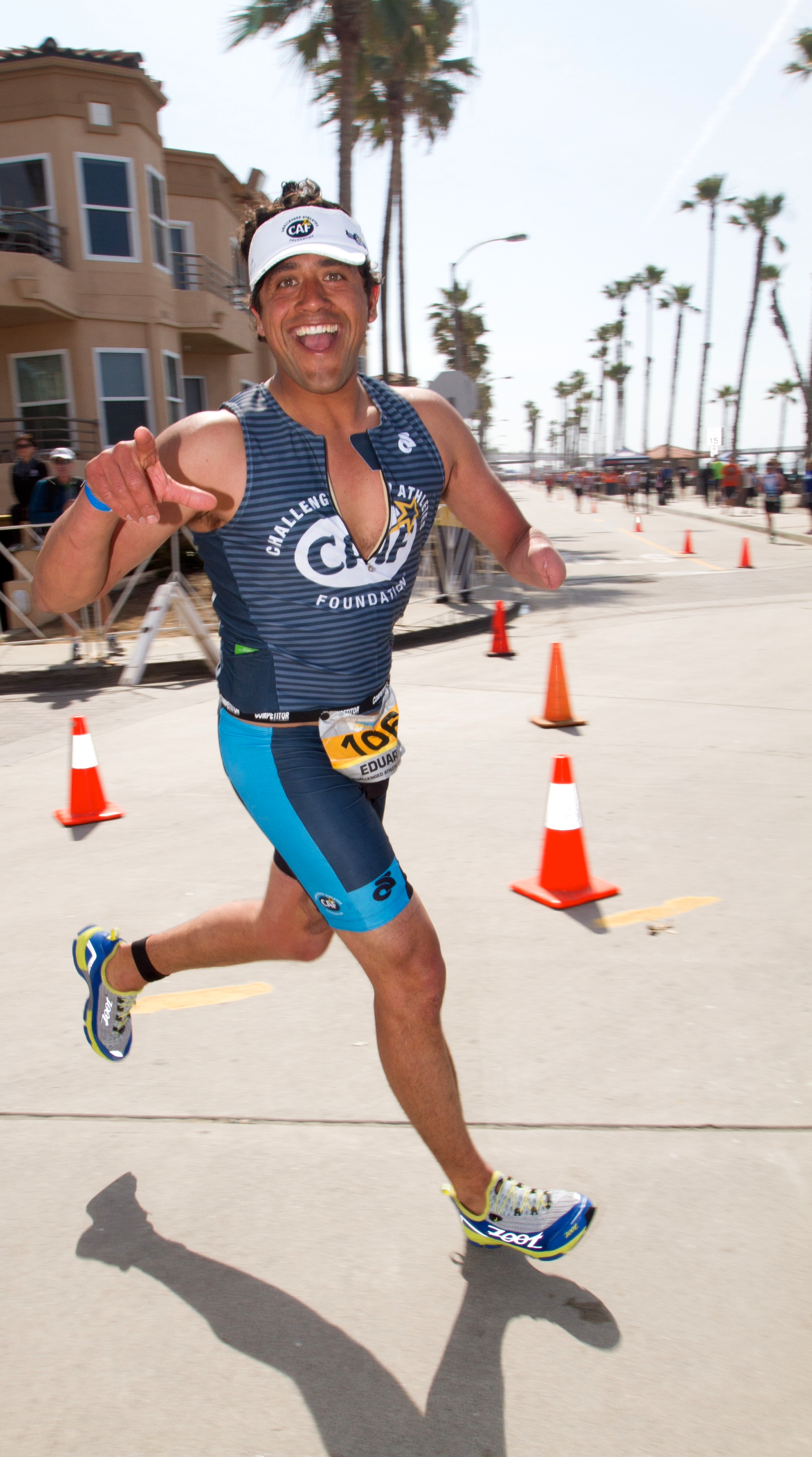 Eduardo coming into the finish line at the end of his first Half Ironman.