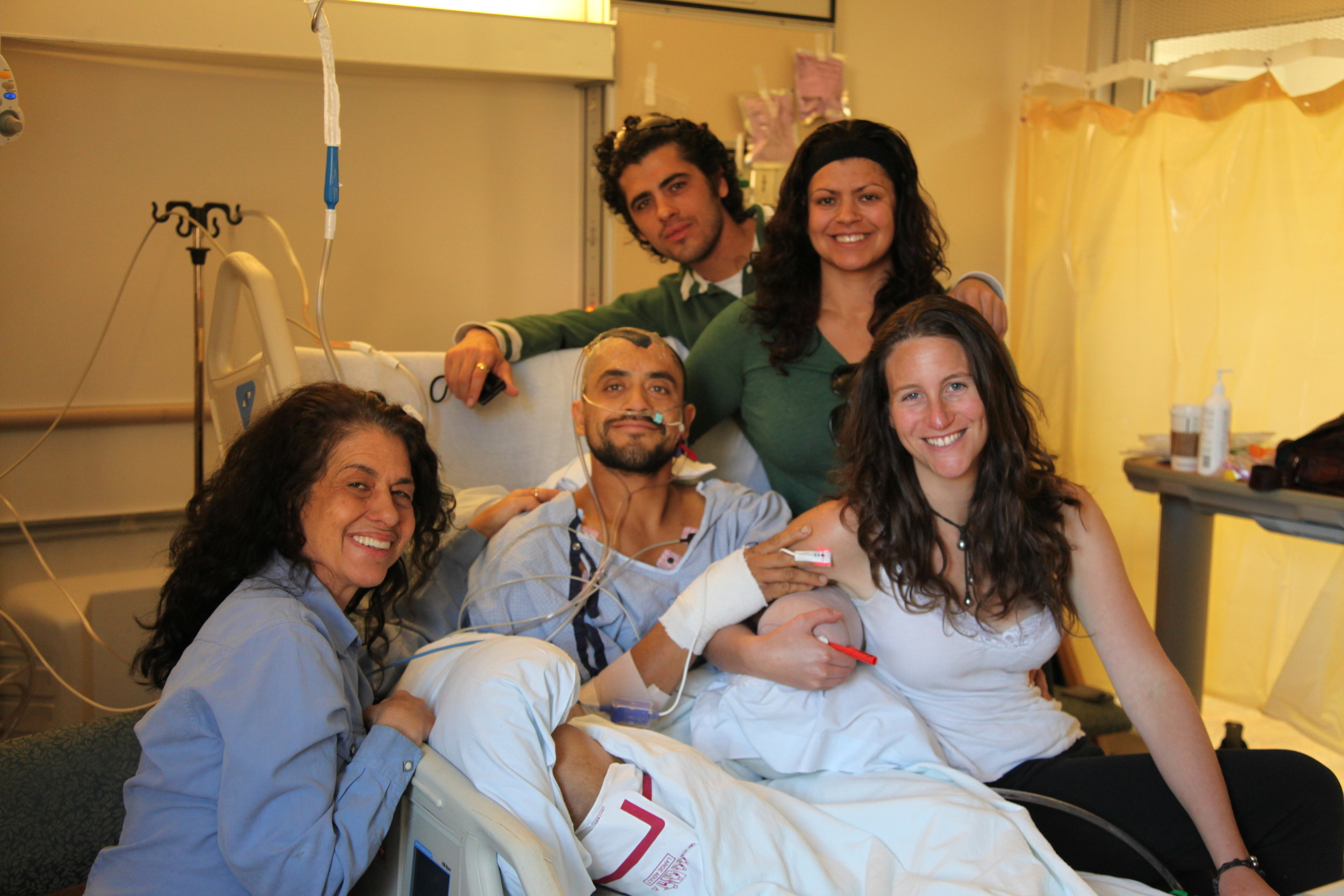 Eduardo surrounded by his family in Burn Trauma ICU.