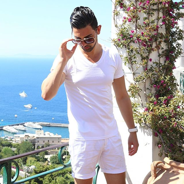 By seas of Italy in Capri💭 . Build your wardrobe with the Swuav'e essentials. . www.swuave.com Shipping Worldwide 🌎 . #swuavestyling #capri #whitestyle #europeanfashion  Styled by @sydneyfashionstyle