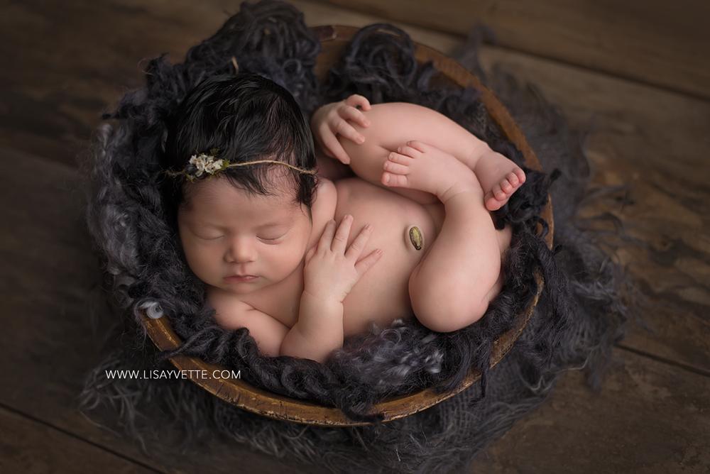 newborn_dark_gray_girl.png
