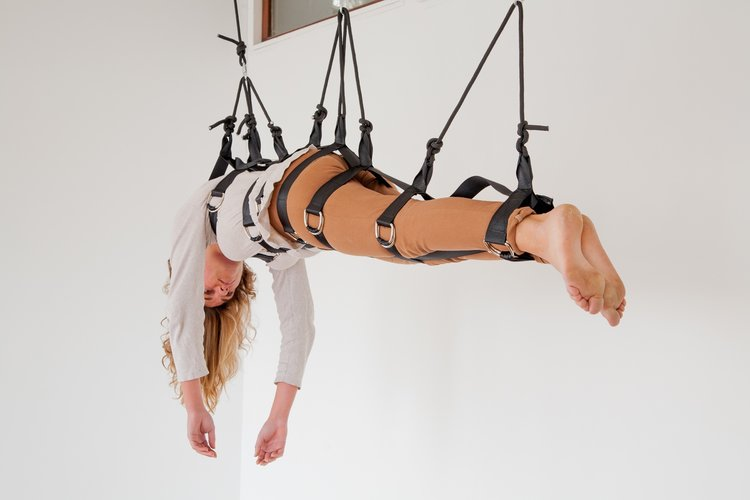 6.+mira+oosterweghel_a+bodily+negotiation_2014_perofrmance+installation.jpg