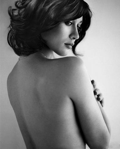 Olga_Kurylenko_Vogue-Spain_Vincent-Peters_Barbara-Baumel_05.jpg