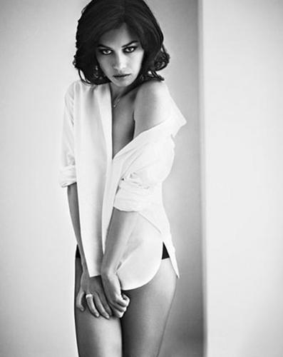 Olga_Kurylenko_Vogue-Spain_Vincent-Peters_Barbara-Baumel_07.jpg