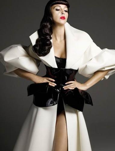 Monica-Belucci_Vogue-Spain_Alix-Malka_Barbara-Baumel_08.jpg