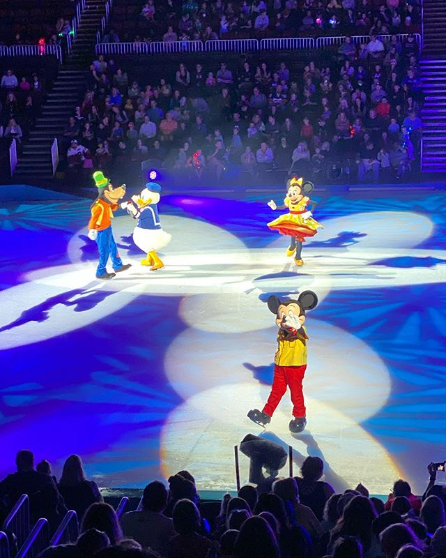 Olive and I did it up on Sunday. Potbelly's for lunch, a show, and then she woke right up when we got to the grocery store run where she got to push a kid cart... plus fruit. #disneyonice2019 #disneyonice #olivesanyu #osfavoritethings