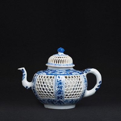 The first lot in the Marques dos Santos Leilões sale of Chinese export porcelain on Sept. 25 sold for nearly $20,000 including commissions.