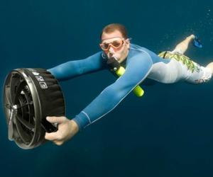 underwater scooter.jpg