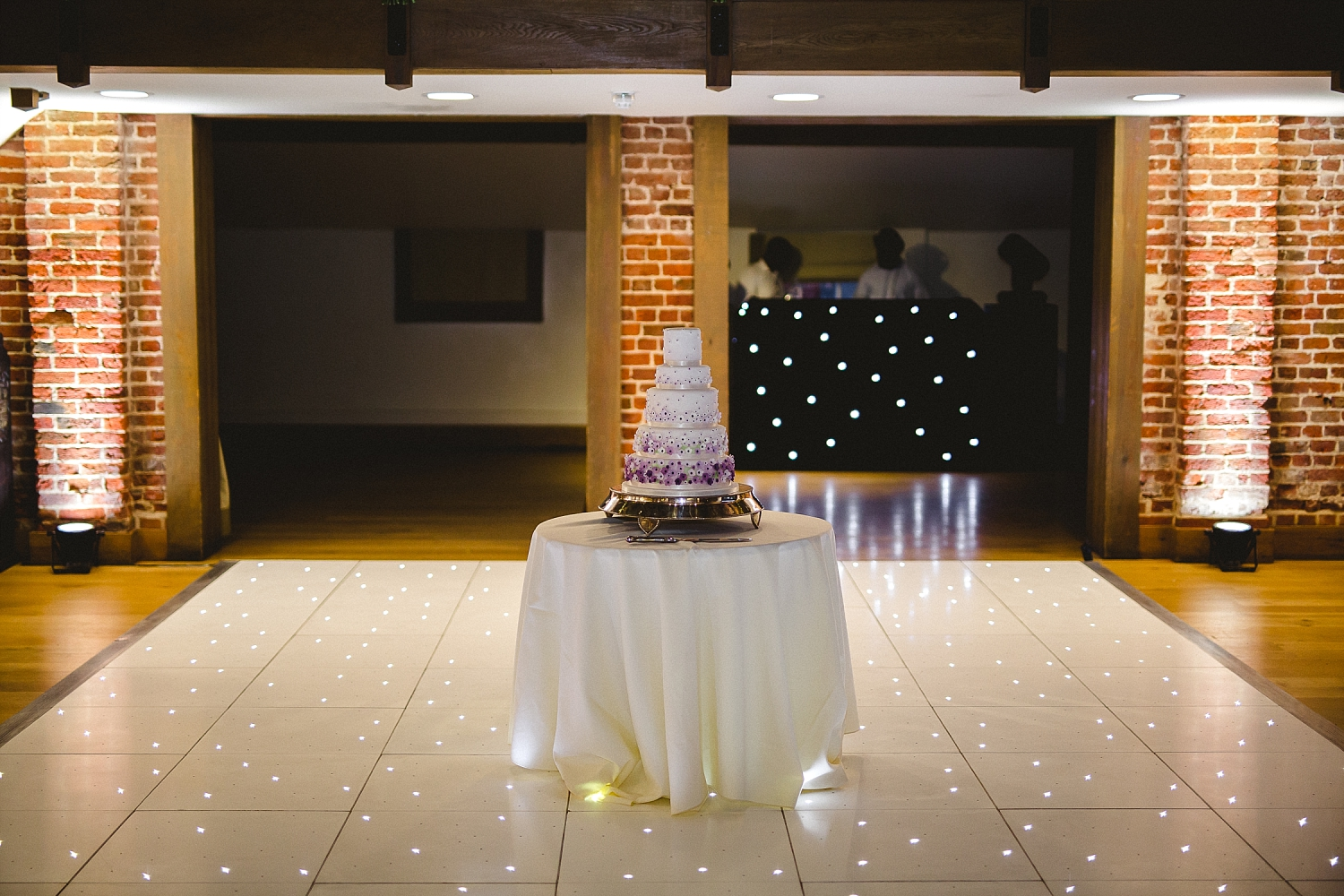 Gaynes Park Wedding Photographer - Cake Cutting