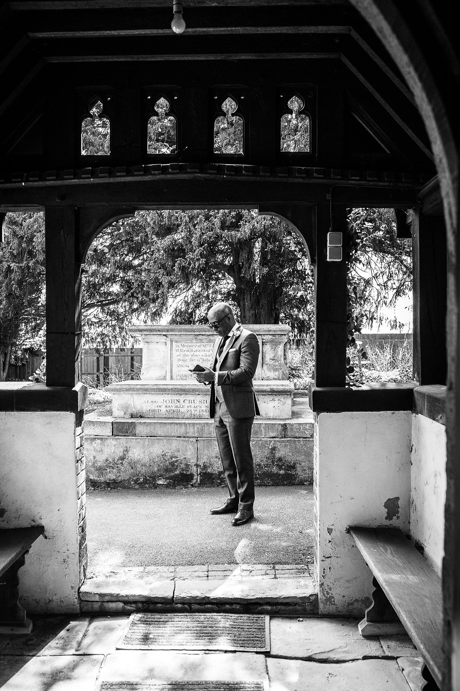 Gaynes-Park-Wedding-Photographer_0042.jpg
