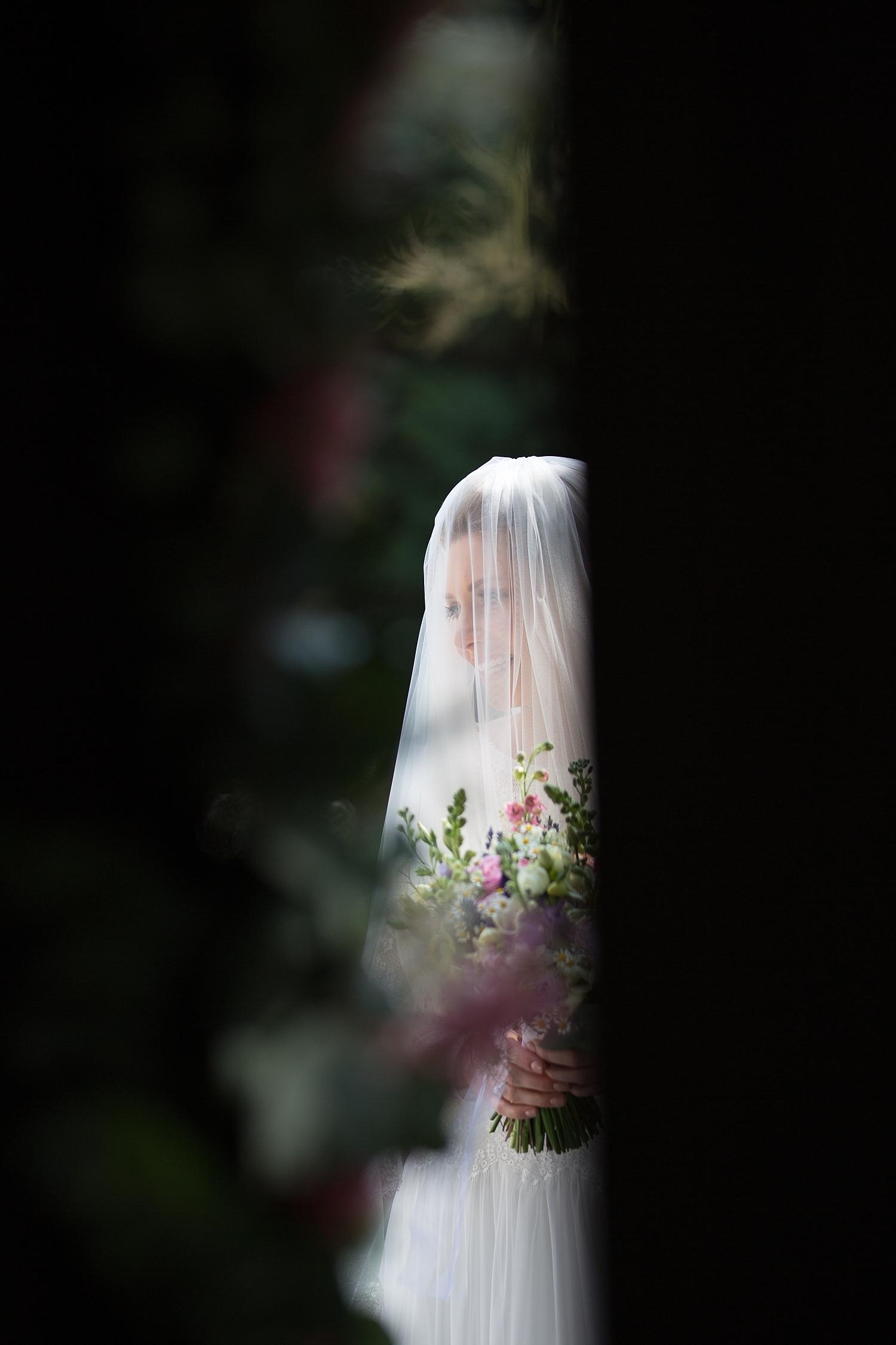 Gaynes-Park-Wedding-Photographer_0049.jpg