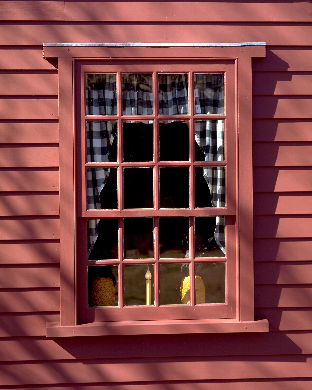 02 RED WINDOW .jpg